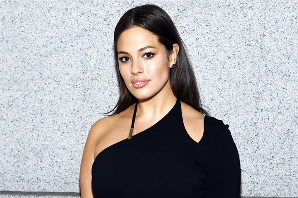 Ashley Graham takes instagram snaps to the next level!