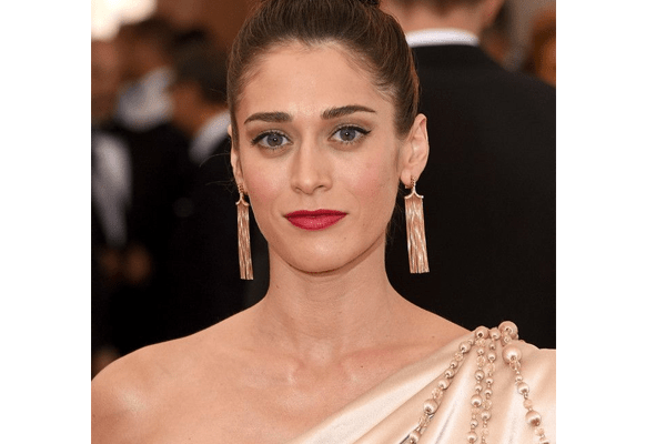 Lizzy Caplan's Movies, Mean Girls, Married, Appearance