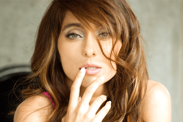 Know more about Anusha Dandekar Boyfriend, Her Bio, Songs, Sister and Marriage