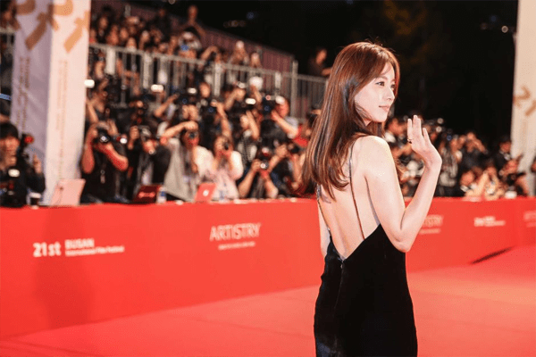 Han Hyo-Joo in the red carpet.