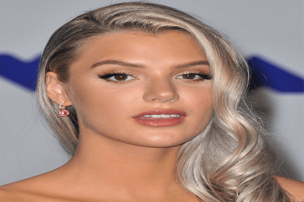 Alissa Violet Net Worth, Bio, YouTube, Boyfriend, Engaged, Modeling and Family