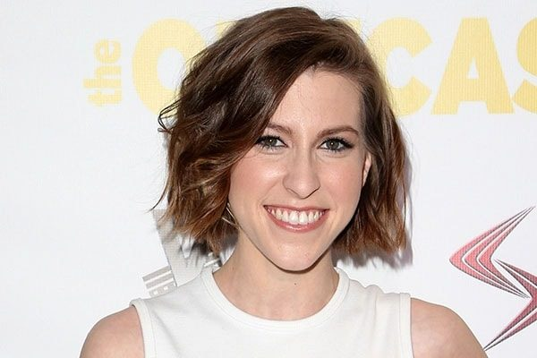Eden Sher is not in a relationship