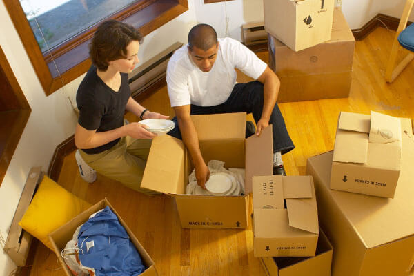Are there any benefits of hiring the professional movers?