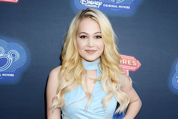 Is Kelli Berglund Dating Someone? Or Is She Single? Have Been Linked With Many Boys