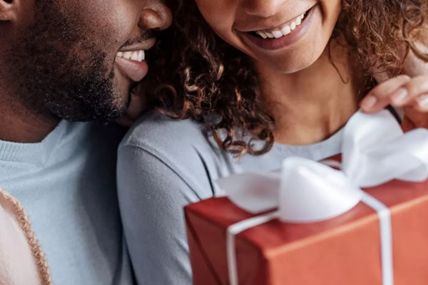 Gift Giving in a Relationship: What You Need to Know