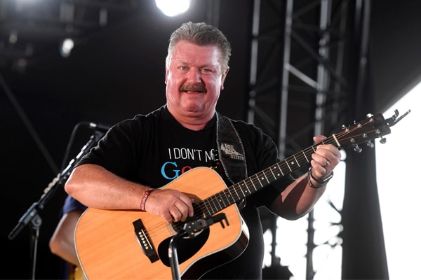 Know More About Joe Diffie's Ex-wife Theresa Crump. Also Look At His Previous Marriages And Other Ex-Wives